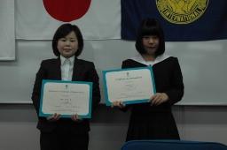 受賞した新井さん(右)と飯塚さん